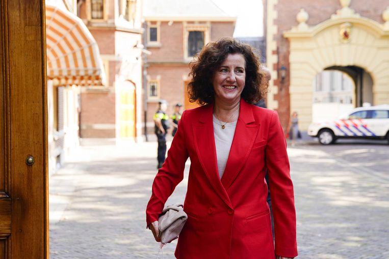 Minister Ingrid van Engelshoven arriveert op het Binnehof.  Beeld ANP