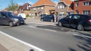 Mama en kindjes naar ziekenhuis na stevige botsing in Westkerke