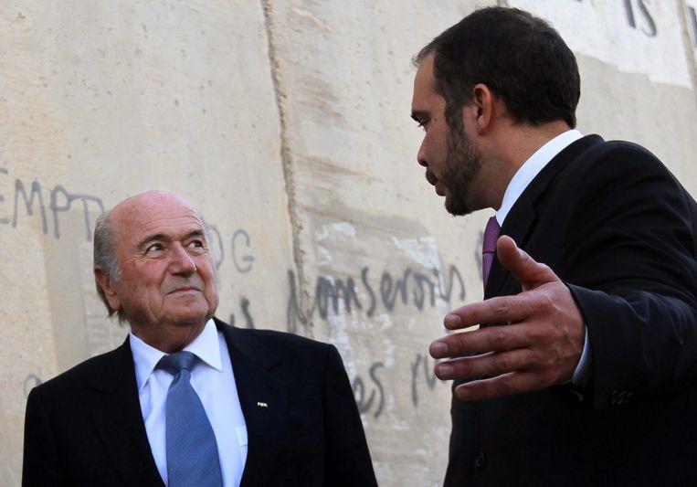 Prins Ali Bin Al-Hussein en Sepp Blatter in gesprek in 2013. Beeld ANP