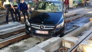 Man (55) ziet werken aan spoor niet en rijdt zich knullig vast