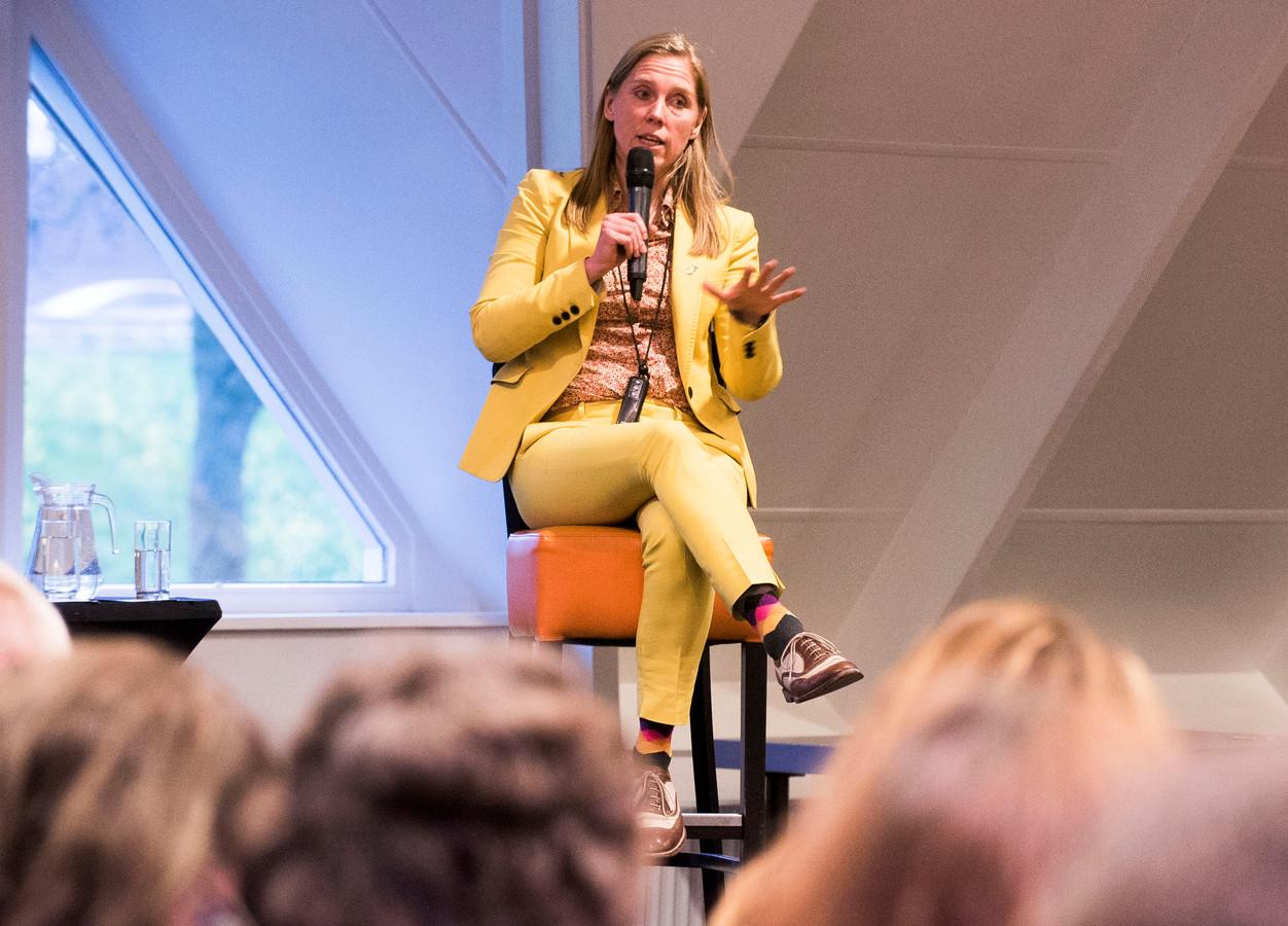 De Utrechtse wethouder Lot van Hooijdonk licht haar plan voor een energielandschap in Rijnenburg toe.