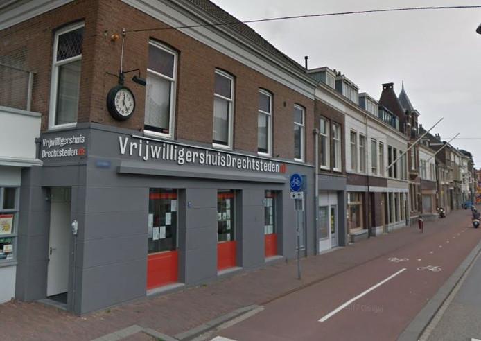 Het Vrijwilligershuis aan de Spuiweg in Dordrecht.
