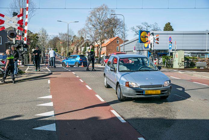 De politie ter plaatse bij het ongeluk in Velp.