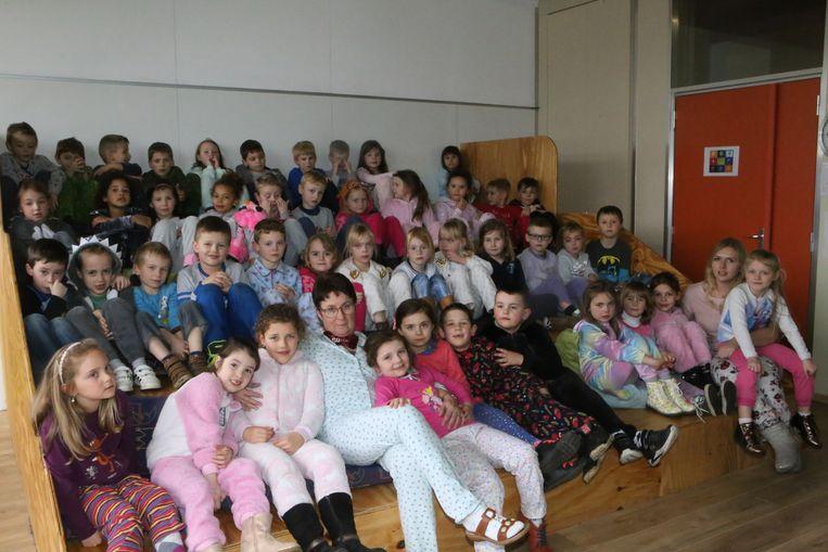 Het eerste leerjaar verscheen vrijdag volledig in pyjama op school. Ook de juffen Marie-Eve en Elise.