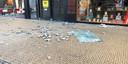 Stenen zijn van een pand aan het Akerkhof gevallen.