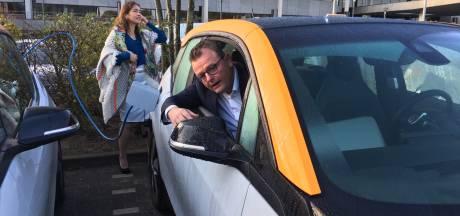 Brabantse ambtenaren rijden in kekke, elektrische kar