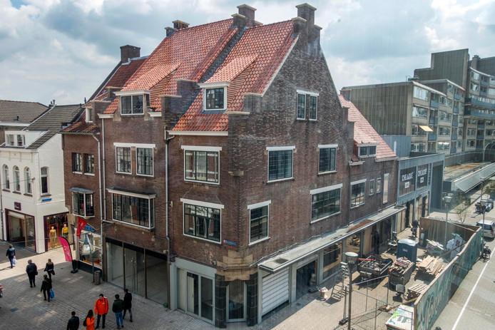 De monumentale panden aan de Heuvelstraat zijn weer in ere hersteld.