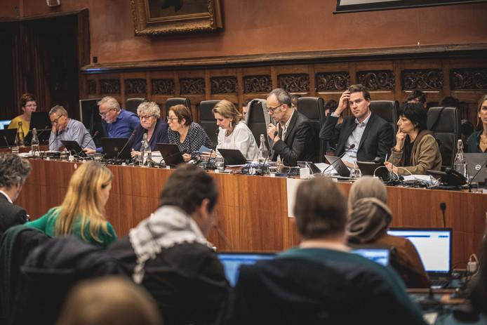 """Het college in de problemen. Mathias De Clercq probeerde nog met: """"Deze casus maakt geen deel uit van het bestuursakkoord en dus mag elk zijn eigen mening hebben."""""""