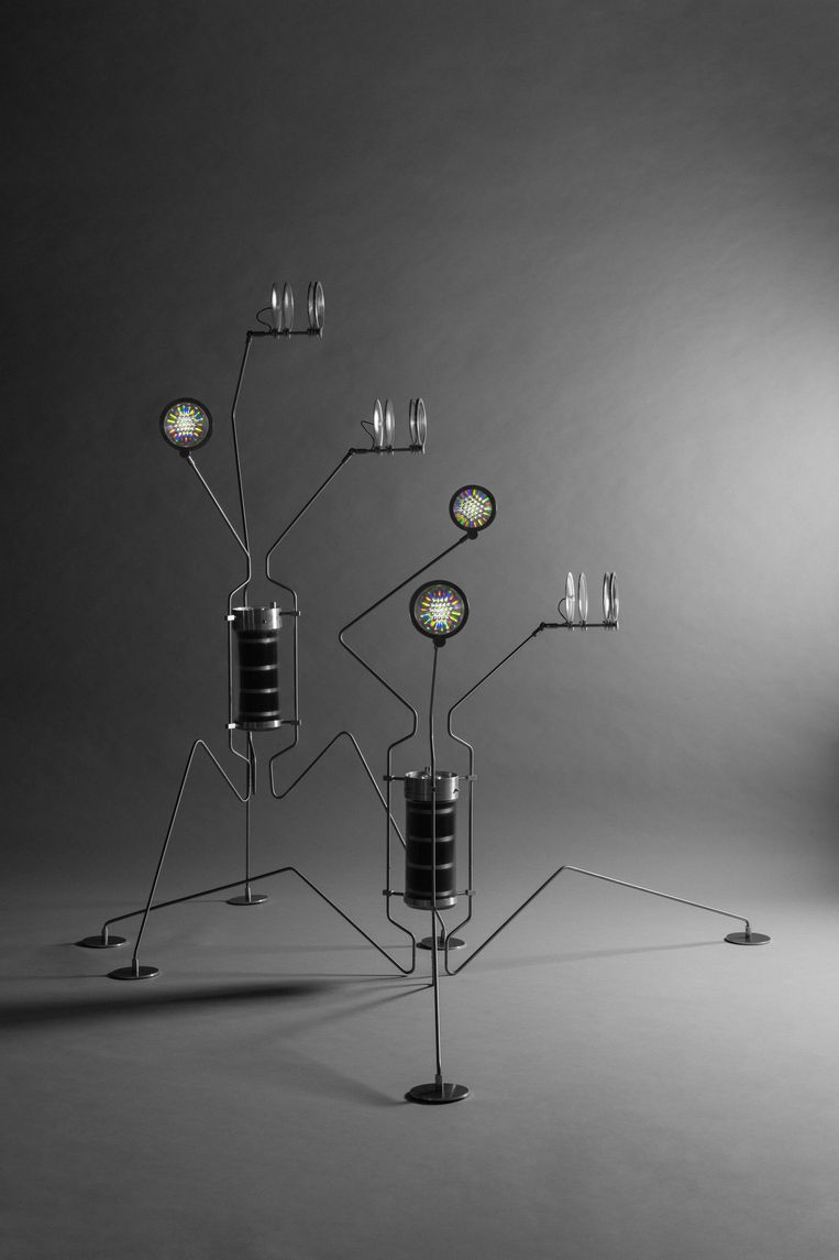 De lamp Electric Life van teresa van Dongen - review van Broken Nature.  Beeld Hans Boddeke