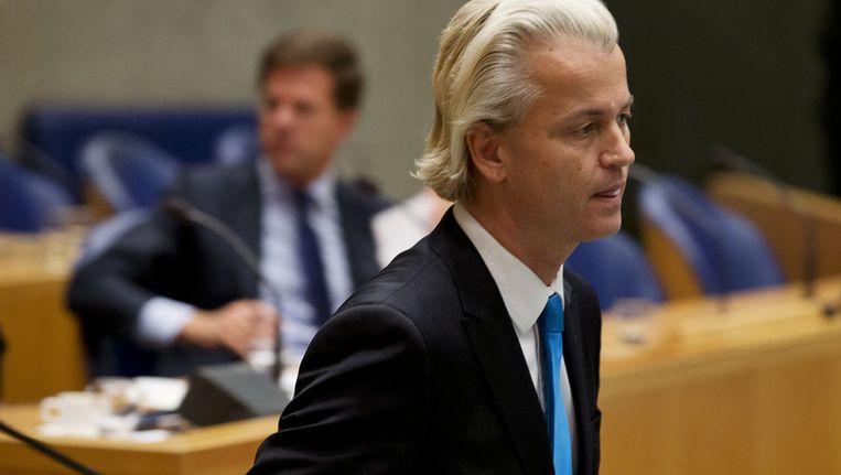 PVV-leider Geert Wilders tijdens de vergadering over het begrotingsakkoord in de Tweede Kamer. Op de achtergrond premier Rutte. Beeld anp