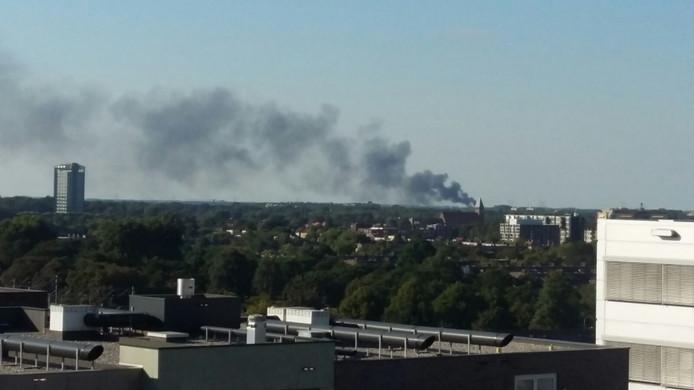 De rook van de brand bij baetsen Recycling is tot in Eindhoven te zien.