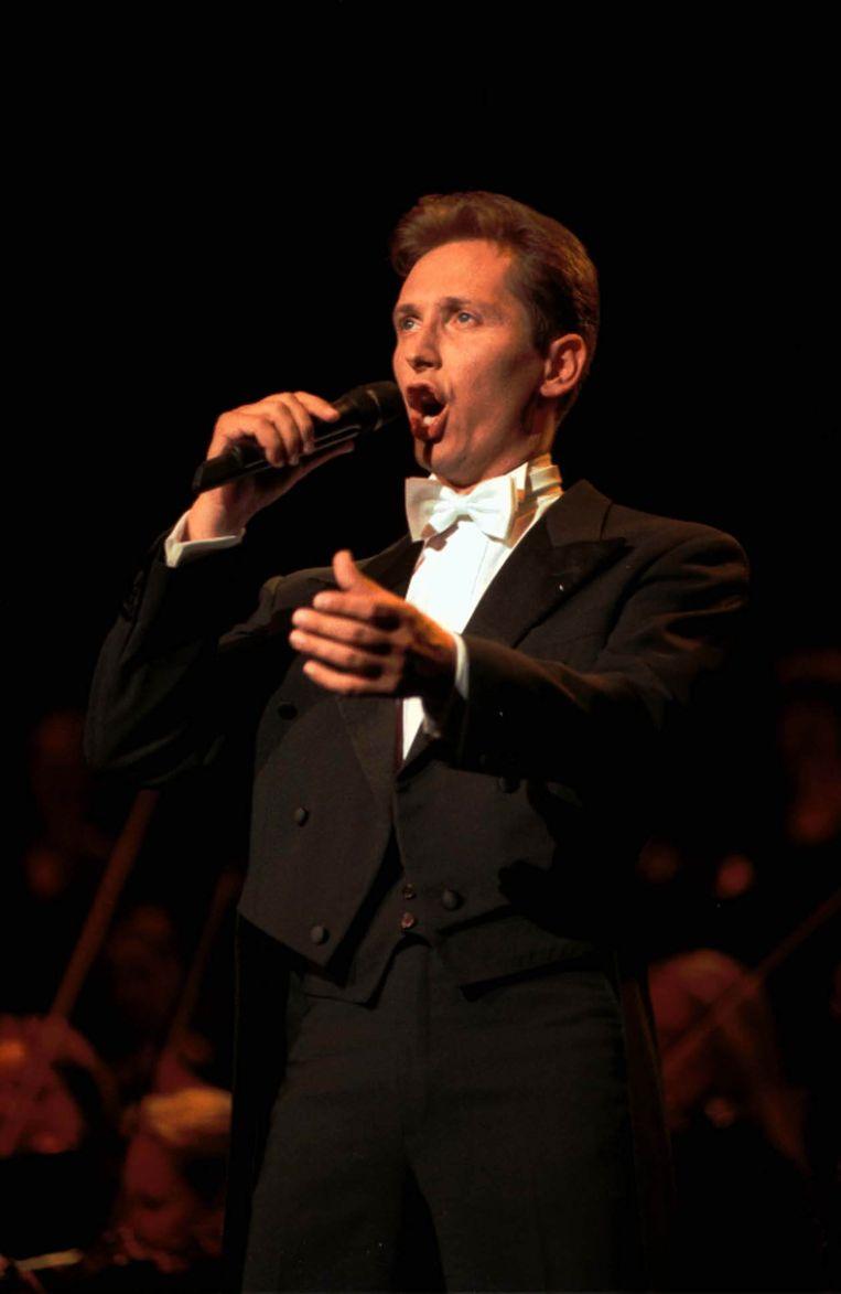 """In 1995 brak hij internationaal door met 'Lotti goes classic'. De plaat leverde hem twaalf keer platina op. """"Mijn kinderdroom was zingen met een groot orkest. Aardig gelukt"""", lacht hij."""