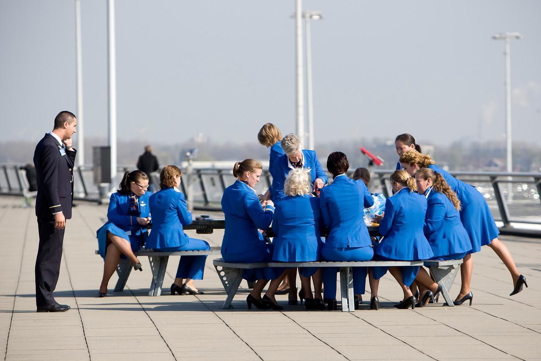 KLM heeft overeenstemming bereikt met de vakbonden van het cabinepersoneel en het grondpersoneel over bezuinigingen.