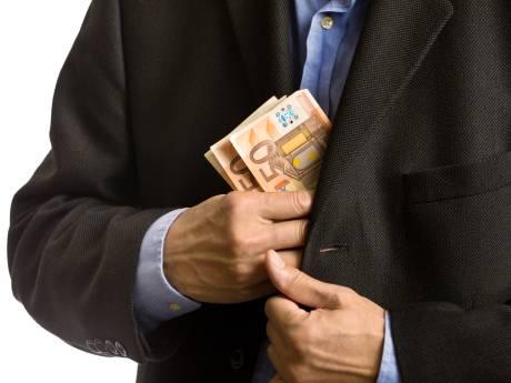 Penningmeester Militaire Erehof verdacht van achterover drukken 6000 euro