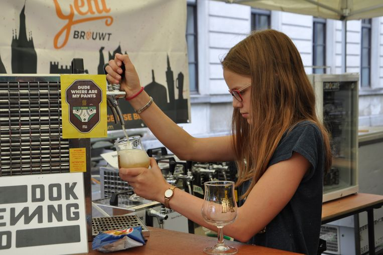 Aan de bar van Gent Brouwt worden enkel lokale bieren getapt.