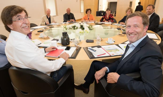 Le président du PS Elio Di Rupo et l'ancien ministre-président wallon Paul Magnette ont rencontré mercredi à Namur des représentants du conseil économique, social et environnemental de Wallonie (CESE).