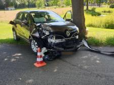 Vrouw gewond bij botsing tegen boom in Miste