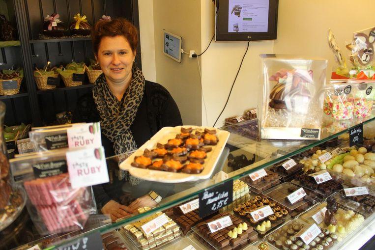 Stephanie (42) staat sinds kort achter de toonbank in chocolade- en ijszaak Le Petit Baroque.