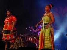 Muziek en dans van Abafazi omlijsten Zuid-Afrikaanse sunset in Theater aan de Parade