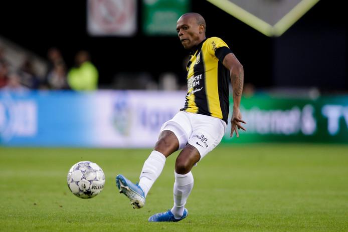 Thulani Serero in zijn laatste duel van Vitesse, tegen PEC Zwolle.