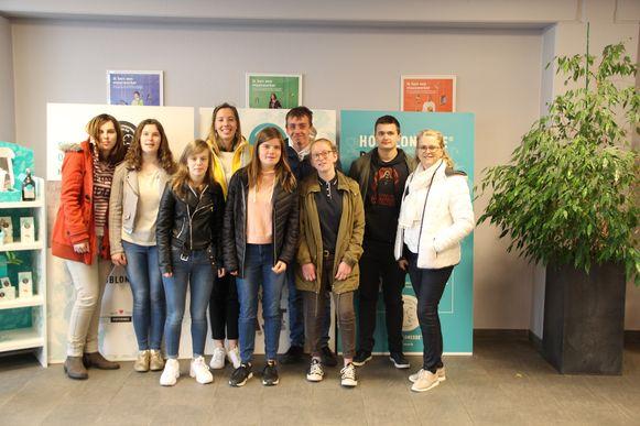 De leerlingen van het 5de jaar grootkeuken en logistiek van De Ast en de leerlingen van het 5de jaar en 6de jaar secretariaat-talen van het OLVi gingen op bezoek bij Sowepo.