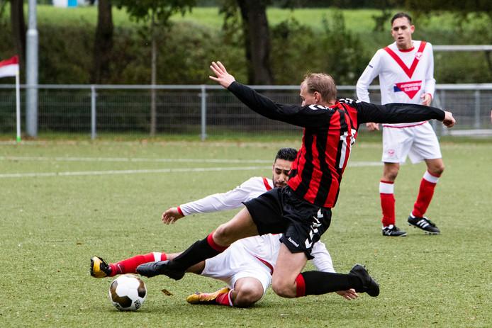 De Deventer derby werd gewonnen door De Gazelle (0-2).
