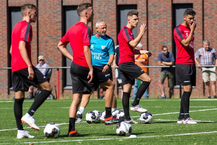 Lance Duijvestijn (links) op de eerste NEC-training van afgelopen seizoen.