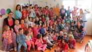 Kleuters Dol-Fijn in pyjama naar school voor Bednet