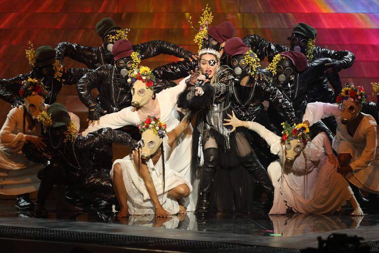 Madonna - met kroon - tijdens het Songfestival in Tel Aviv. Beeld AFP