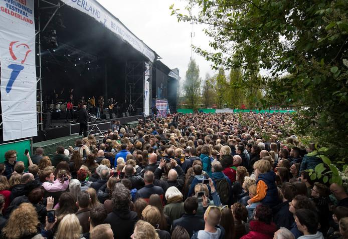 Di-rect treedt op tijdens het Bevrijdingsfestival in Wageningen.