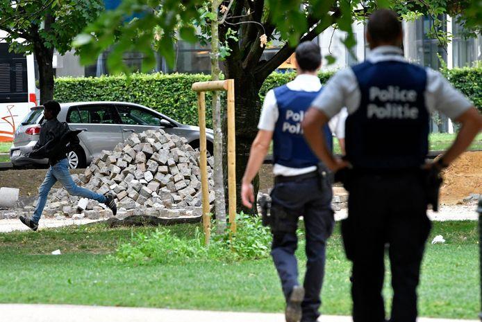 Un bénévole du parc Maximilien dit avoir été violenté par des policiers par deux fois cette semaine.