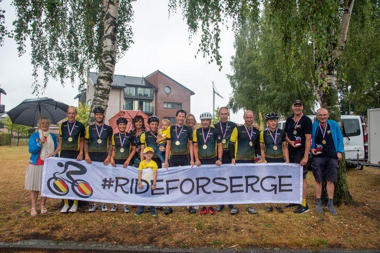 Het Vlaams Nederlands team dat de Tour reed één dag voor de profs.