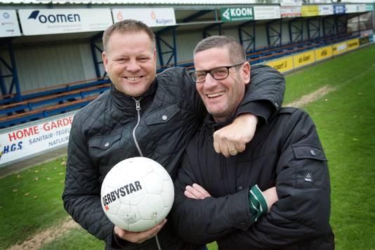 OSC-trainer Manfred van den Broek (rechts) poseert met vriend en collega-trainer Johan Scholten.