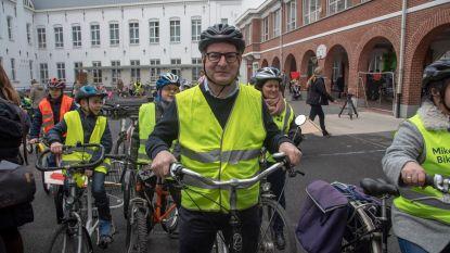 Kersvers minister Koen Van den Heuvel trapt Dikketruiendag op gang