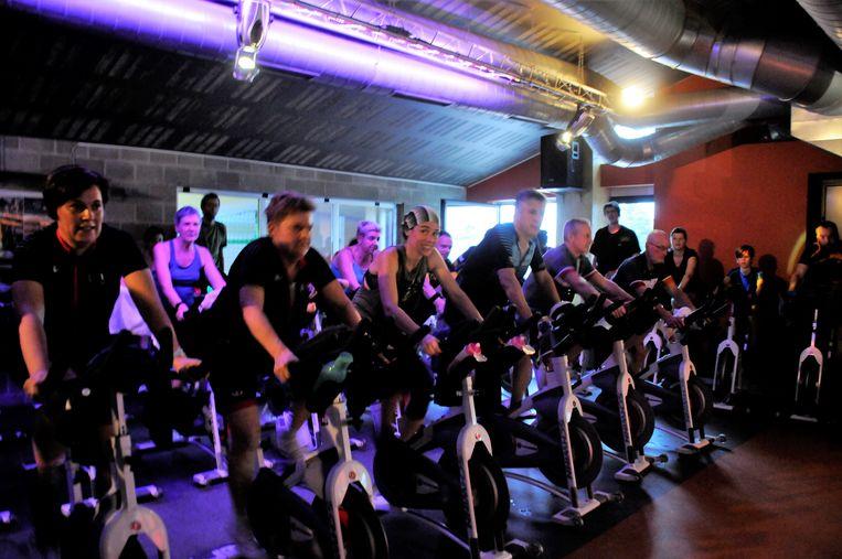 De deelnemers zetten zich graag in het zweet voor het goede doel.