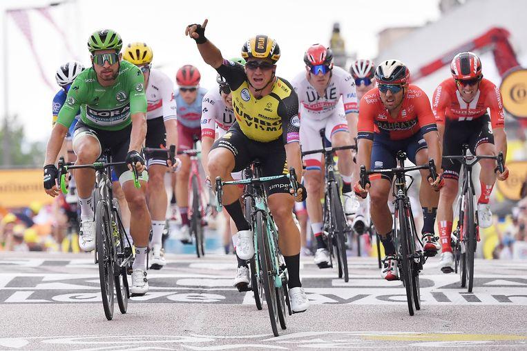 Dylan Groenewegen was deze vrijdag de snelste in Chalon-sur-Saône.  Beeld AFP