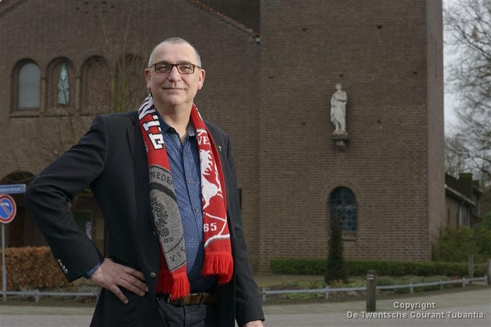 Diaken Bert Huitink wil graag vernieuwing doorvoeren. Maar een Top 2000 Viering met medewerking van koren valt bij een (klein) deel van de parochie niet in goede aarde.