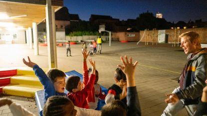 Leerlingen tweede leerjaar blijven nachtje in de klas slapen