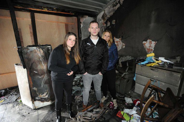 Vicky Muller en Jelle Poplemon zamelen geld in voor hun (schoon)zus Nelle Poplemon. Zij verloor haar hebben en houden afgelopen vrijdag bij een brand.