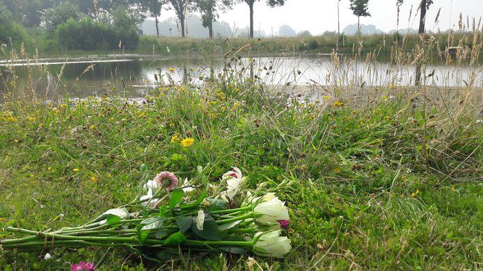 Bloemen voor de verdronken Robel