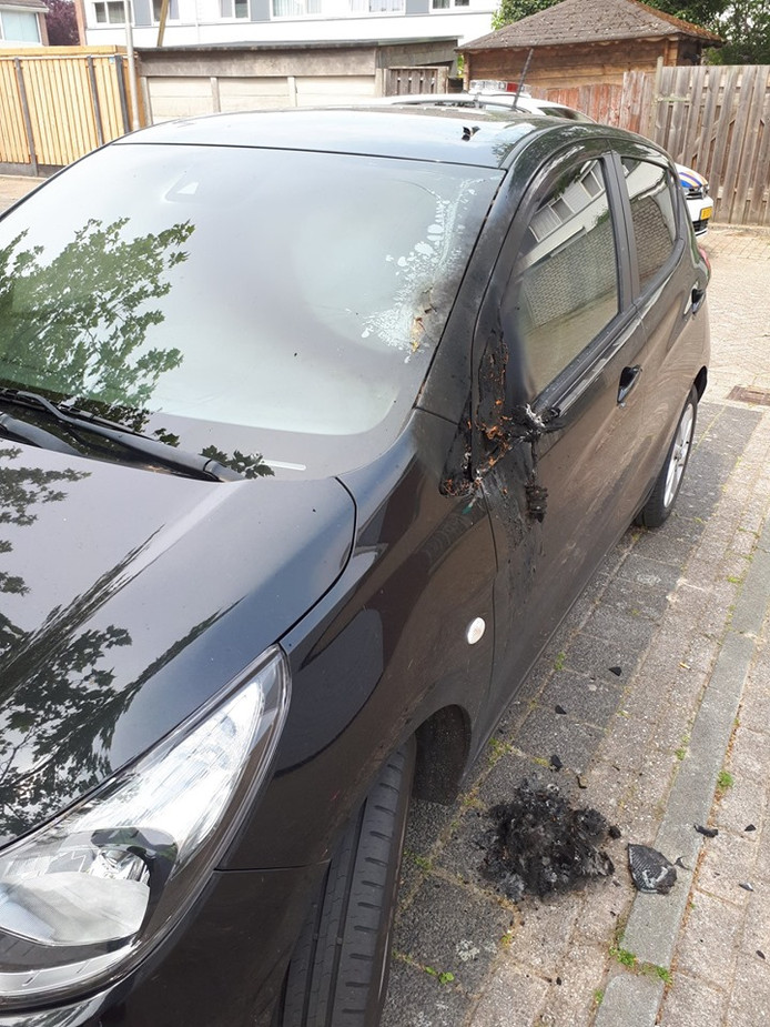 De schade aan de auto in Dommelen.