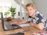 Sten kijkt zijn eigen examens thuis na: 'Ik ben te benieuwd welk cijfer ik heb'