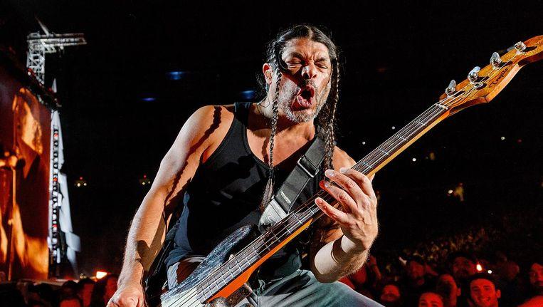 Basgitarist Robert Trujillo bij een optreden van Metallica in Vancouver, Canada, in augustus. Beeld getty