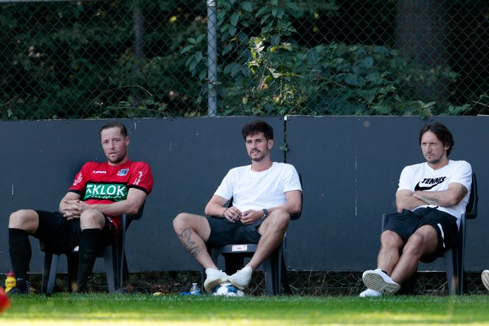 Jordy Bruijn (midden) en Edgar Barreto (rechts) met Rens van Eijden bij een oefenduel van NEC.