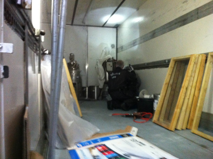 Eén van de vrachtwagentrailers die aan de Wielstraat werd aangetroffen.