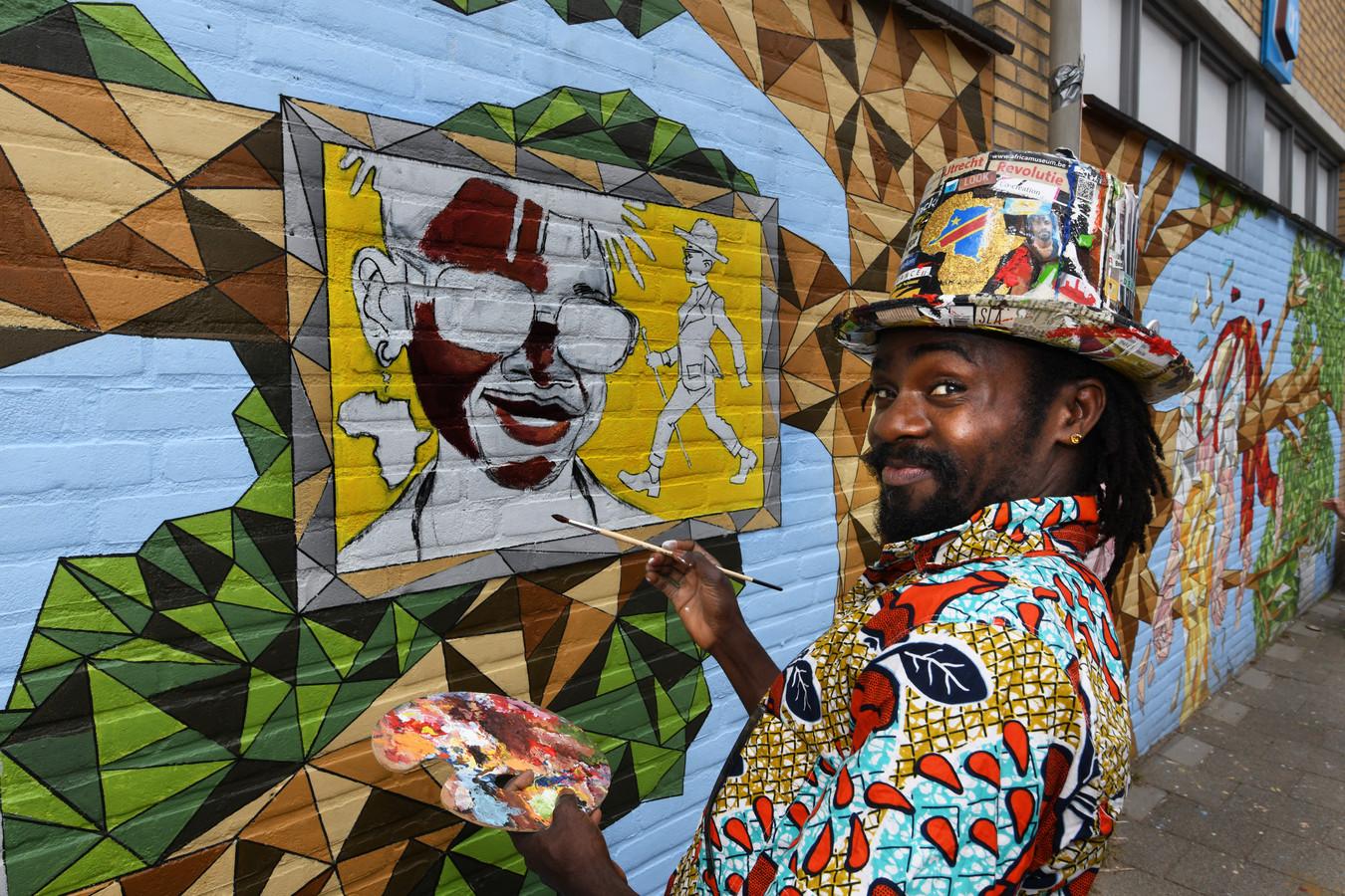 De Congolese kunstenaar Sapin Makengele.