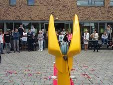 Een groot, geel, luisterend oor voor leerlingen van Auris College in Goes