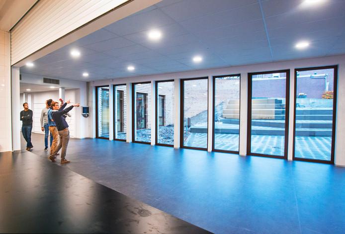 Enthousiasme in de aula, een multifunctionele ruimte die ook als theater kan dienen.