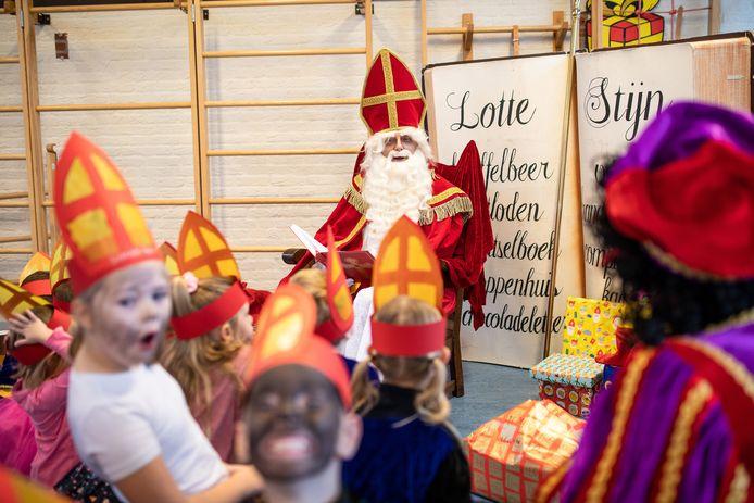 Bij Basisschool Panta Rei kwam Sinterklaas vrijdag als vanouds op bezoek.