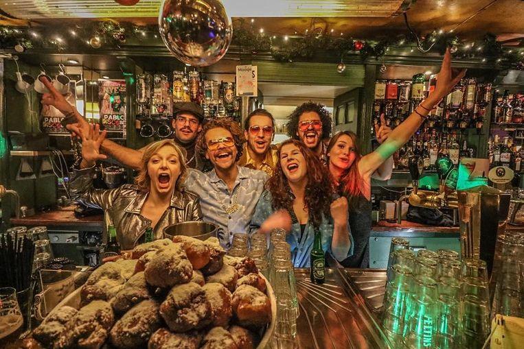 Oudejaarsavond bij café Thijssen Beeld Café Thijssen